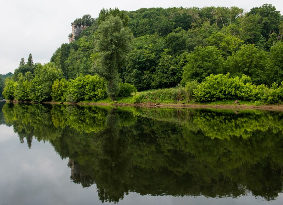 Dordogne riverbank